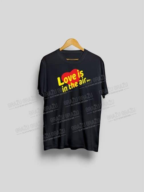 Meilės marškinėliai Love is