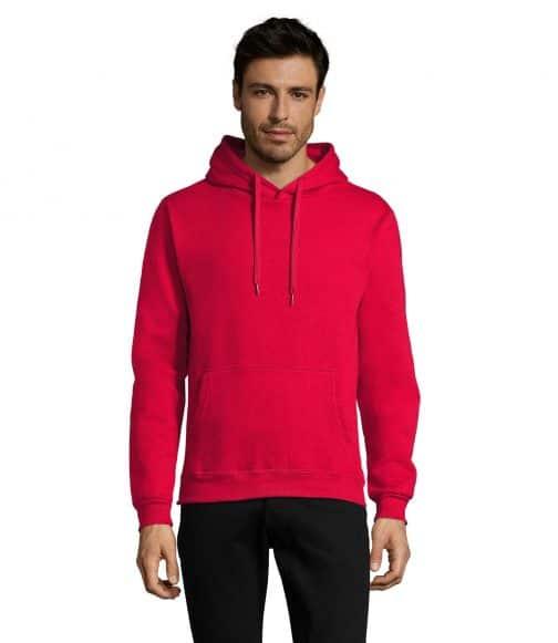 Raudonas džemperis su gobtuvu